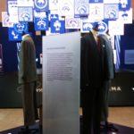 A kiállítás a legmodernebb bemutató eszközöket is felhasználja a kiállítás üzenetének közvetítésére, így a kiállítási tér közepén egy 100 LED-es képernyőt tartalmazó video-szobor mutatja be márka emblémáját és nyújt lehetőséget a látogatók számára egy vizuális utazásra 200 év divatjának megismerésére.