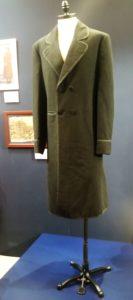 """A kiállítás látogató megtekinthetik például Lincoln elnök1865-ből származó kabátjának, természetesen """"kópiáját"""".A másolat valamikor 1990-ben készült. A kabát eredetileg Lincoln elnök második ciklusának beavatási ünnepségére készült. A kabát eredetije Wasinghtonban a Ford Színházban van kiállítva."""