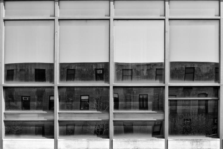 November 8-ig lesz nyitva az a fotókiállítás New Yorkban, amely a Bauhaus magyar származású mestere, Breuer Marcel amerikai épületeit mutatja be.