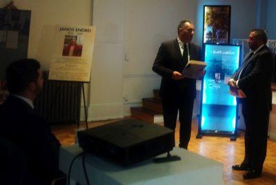 A Pharimos-ra, vagy más szóval a Pariphe-re, azaz a roma holokausztra, egy kiállítással emlékeztek New Yorkban, a Magyar Házban, február első napján. A kiállítást a World Roma Federation szervezte. A WBPI tudósított a kiállítás megnyitójáról.